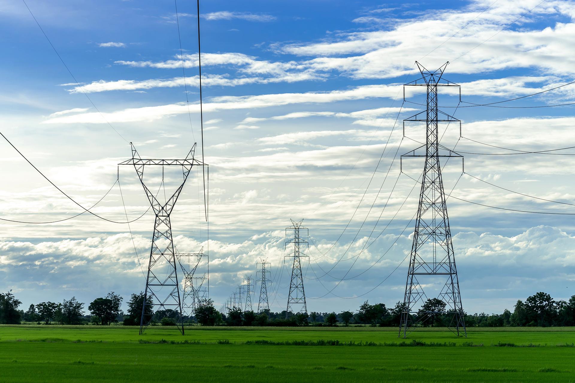 torres de energia no campo